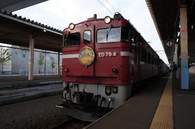 青森駅停車中のはまなす用ED79形