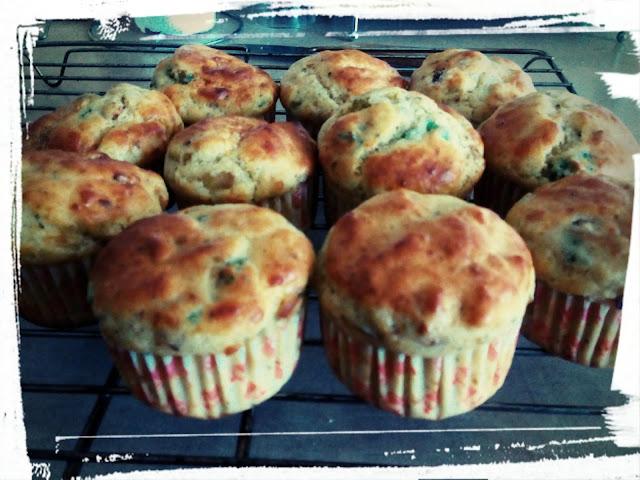 muffiny z parmezanem pikantne babeczki z cebula szczypiorkiem i serem feta