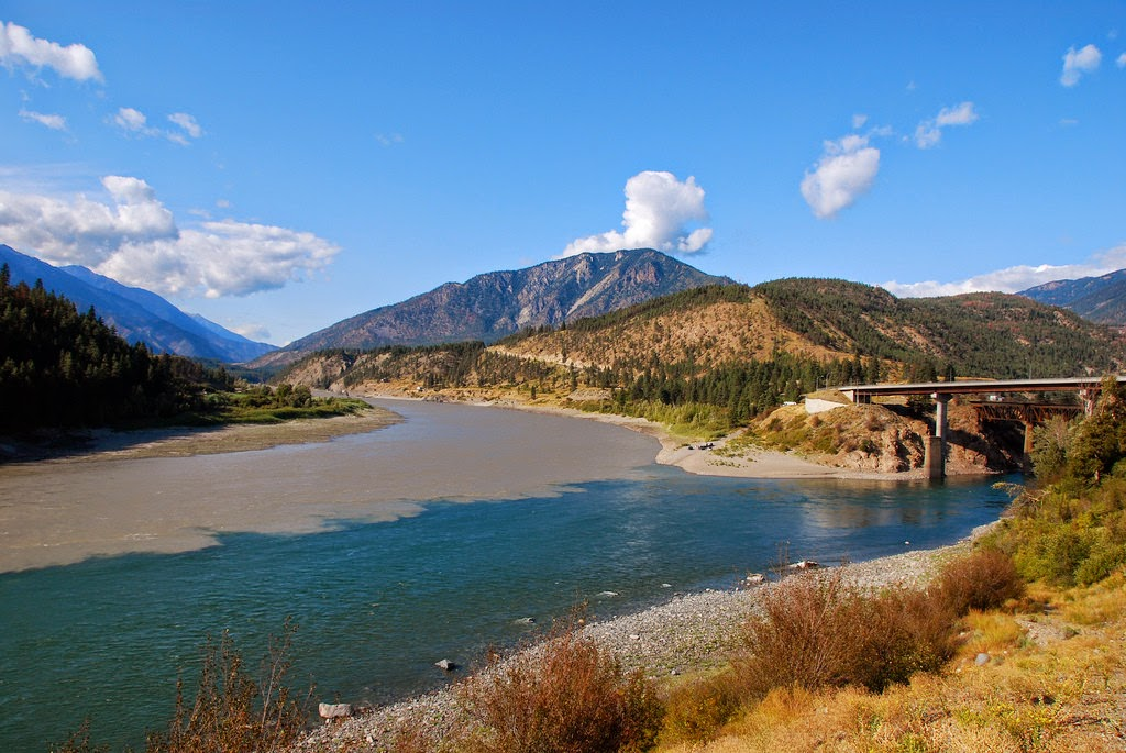 Confluence of the Thompson and Fraser Rivers in Lytton, BC, Canada. - Here Are 12 Points In The World Where Major Bodies Of Water Join Together… And They're So Awesome.