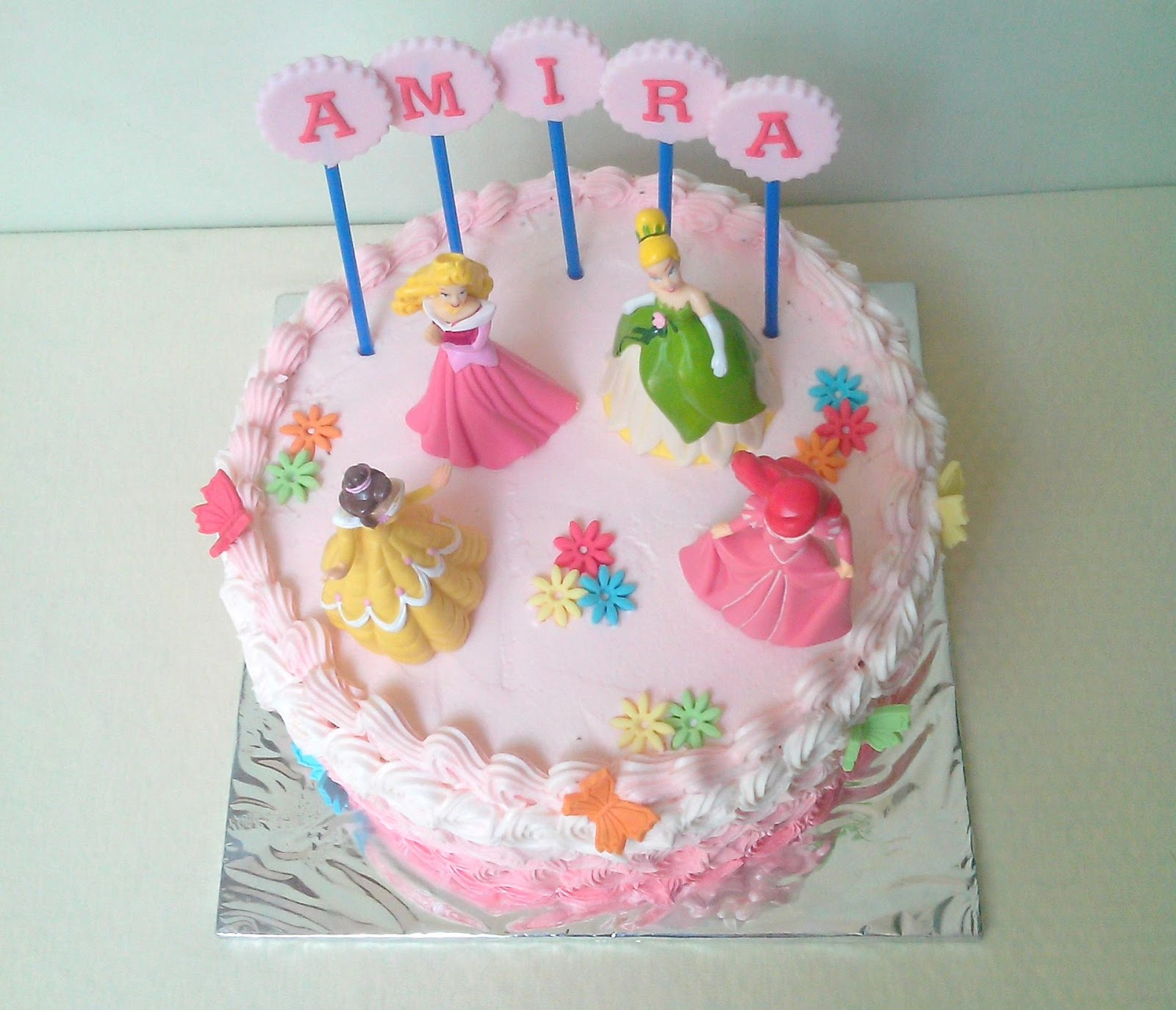 Mommindri Cakes