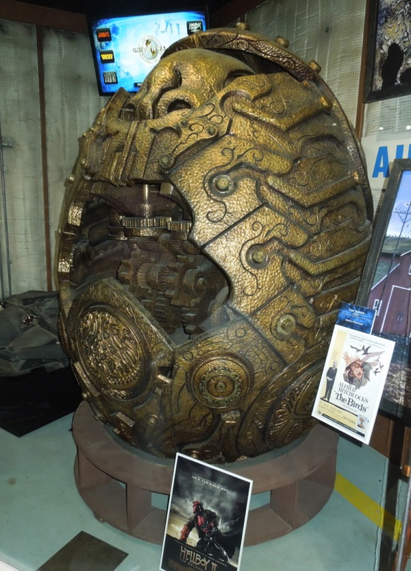 Large Goose Egg Gold Props : Hollywood movie costumes and props hellboy ii the golden