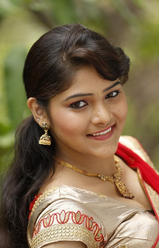 Actress Haritha Latest Images In Saree