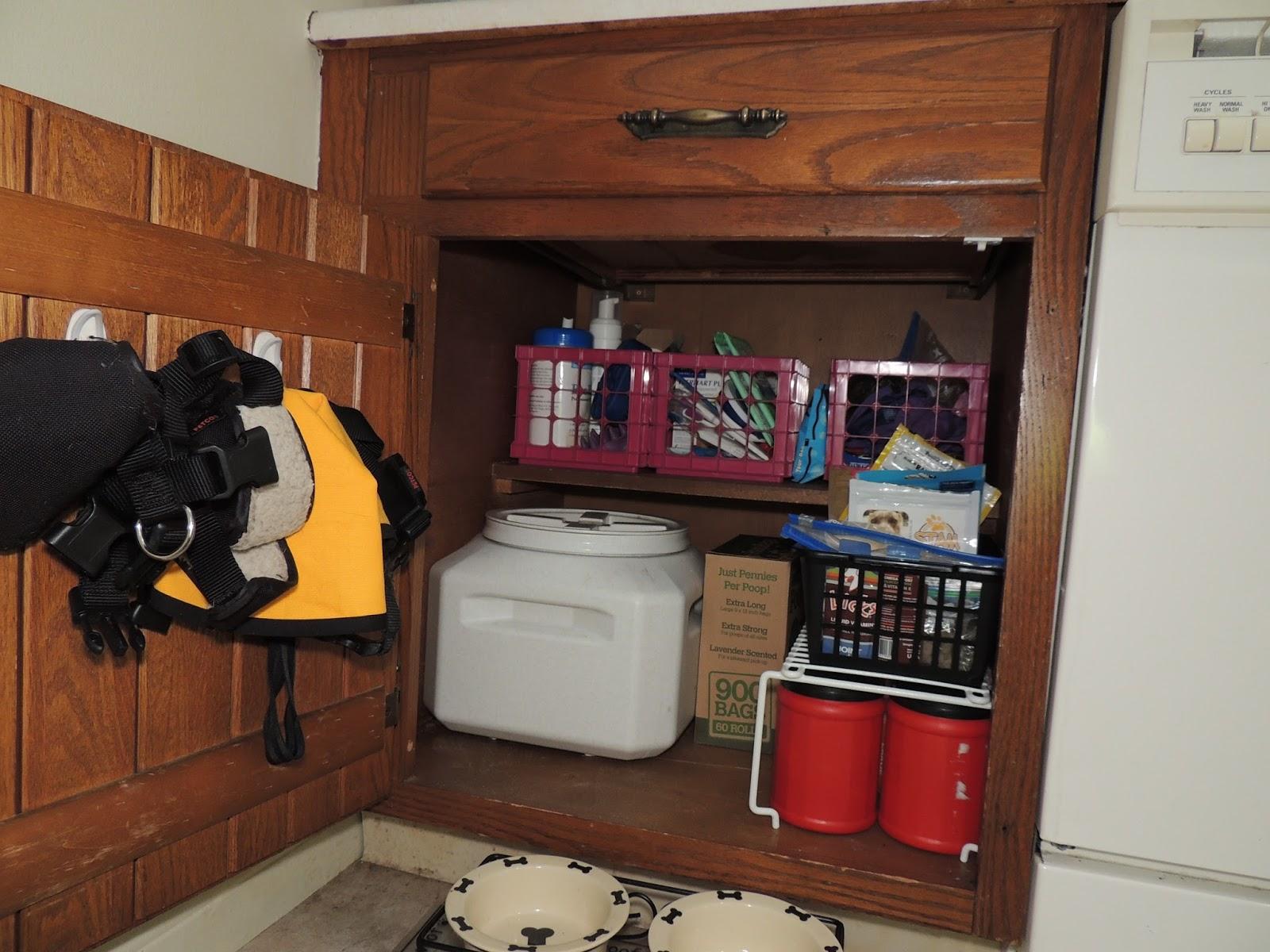 Erie Sisti Bull Organizing Dog Gear Dog Cabinet And Leashes