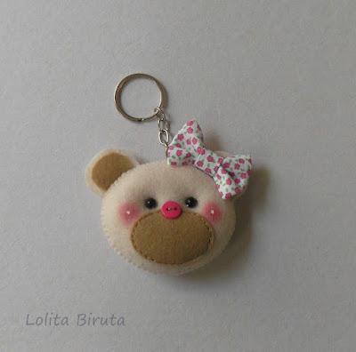 Chaveiro cabeça de ursinha com laço de tecido florido para lembrancinha