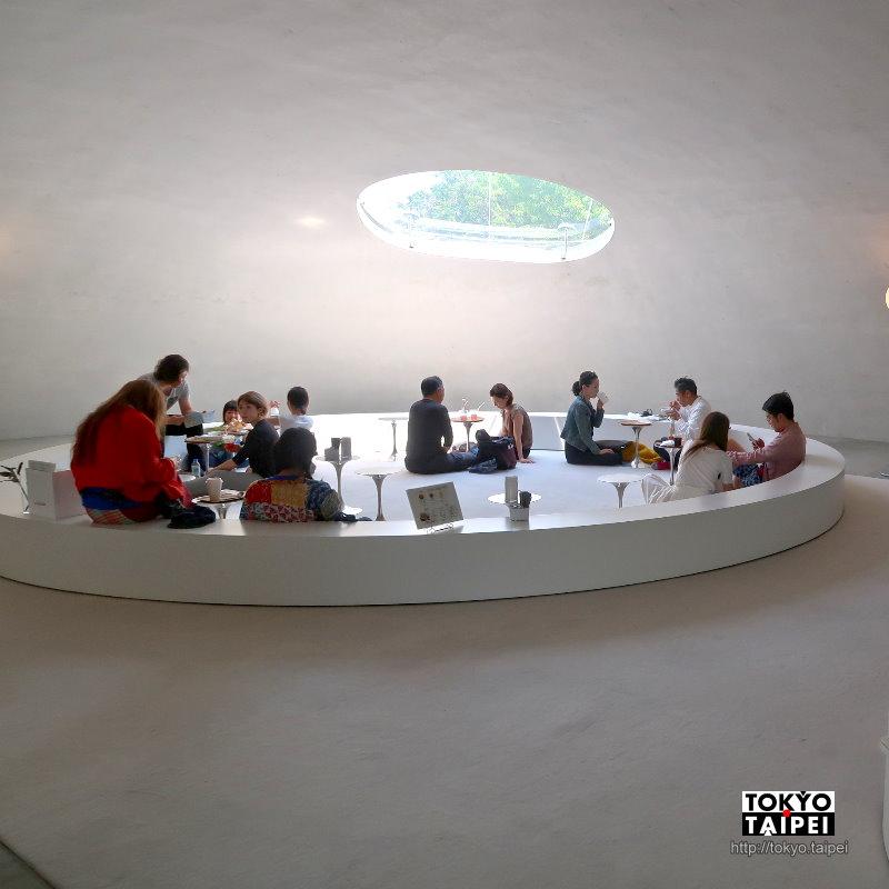 【豐島美術館】海島上的白色大水滴 建築物本身就是藝術品