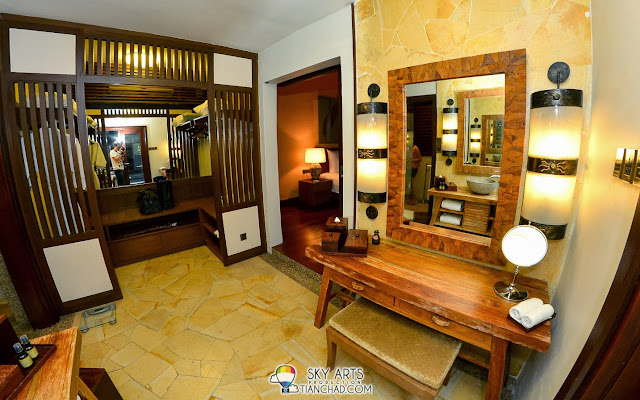 A view of the make-up room and wardrobe which located between your bedroom and toilet @ Water Villa, The Banjaran. Spacious!!