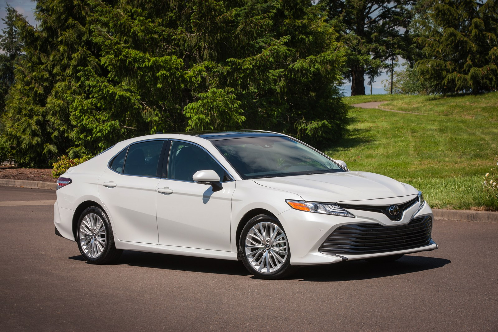 2018 Honda Accord Vs 2018 Toyota Camry Let The Battle