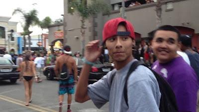 Luis Enrique Rodríguez caminando entre la gente (foto propiedad de la policía)