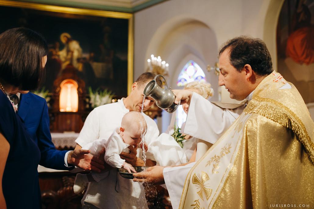 katoļu kristības ceremonija