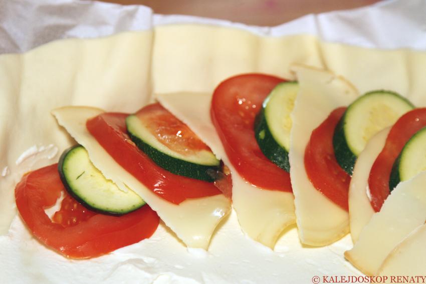 Tarta z pomidorami, cukinią i serem Scamorza