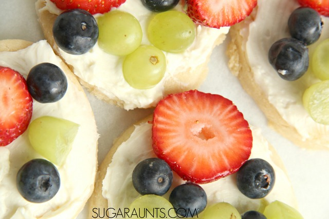 Mini fruit pizza recipe for cooking with kids.