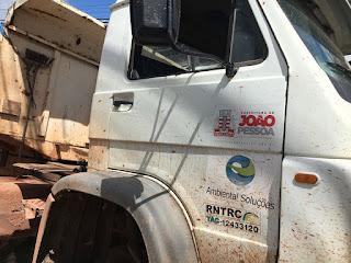 Caminhão destrói ponto comercial em João Pessoa