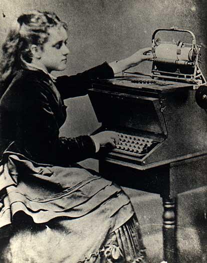 Lilian Sholes e a máquina de escrever do seu pai em 1857