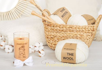 Logo Prova a vincere gratis kit con Udon Blanket di We Are Knitters e candela profumata JewelCandle
