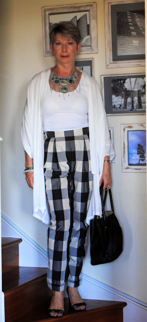 black +white squared pants with white kimono