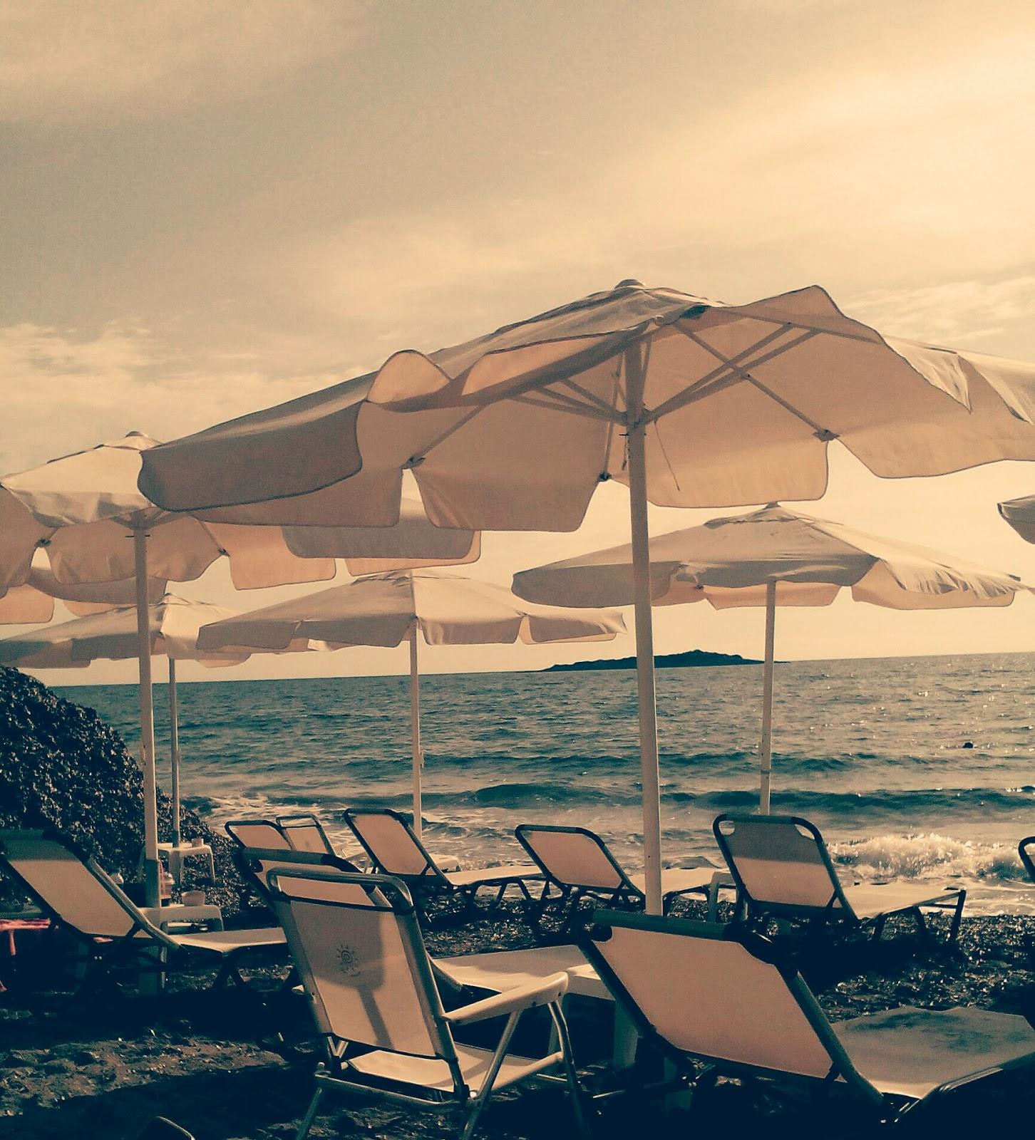 Ομπρέλες δίπλα στη θάλασσα Άγιος Ανδρέας Ηλείας