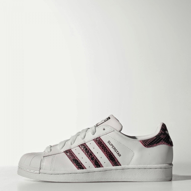 http://shop.adidas.com.tr/kadin-superstar-ayakkabi_73477?d=8663