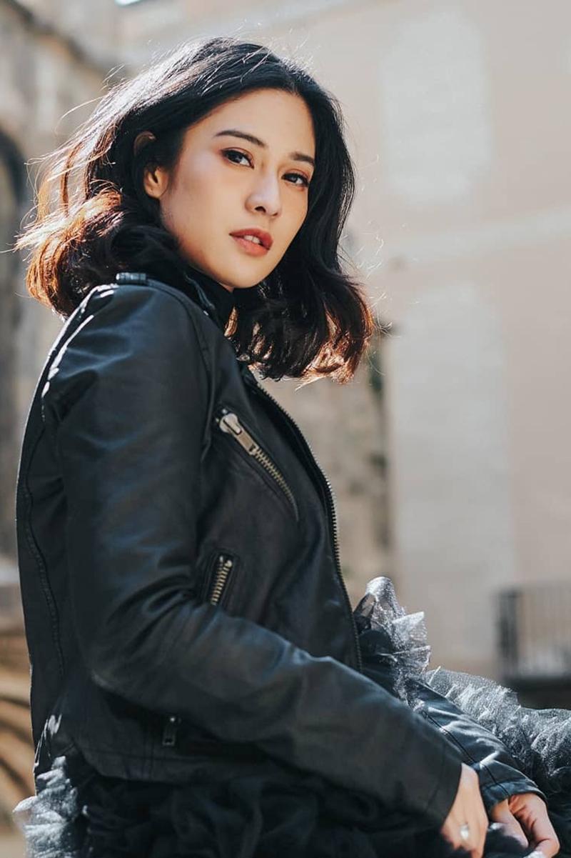 Dian Sastro Wardoyo  tampil cantik dan seksi