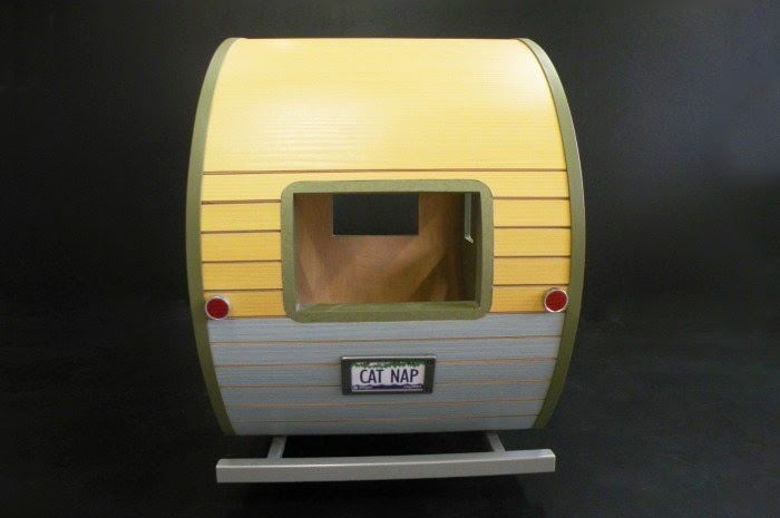 06-Cat-Nap-Judson-Beaumont-Straight-Line-Designs-Happy-Animals-in-Pet-Trailers-www-designstack-co
