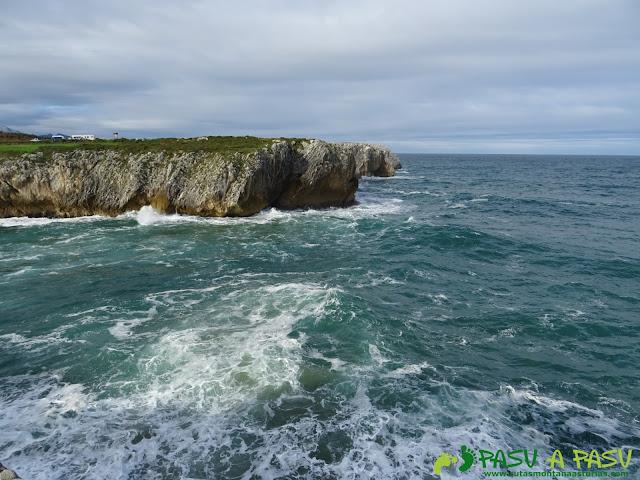 Bufones de Pría: Costa acantilada hacia el oriente