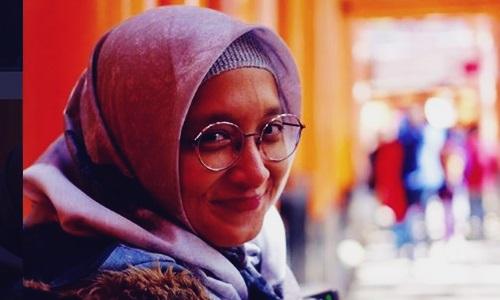 Biodata Adelia Lontoh Si Cantik Berhijab Istri Duta Vokalis Sheila On 7