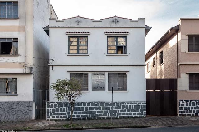 Casa na Rua Martim Afonso com ornamentos de ferro