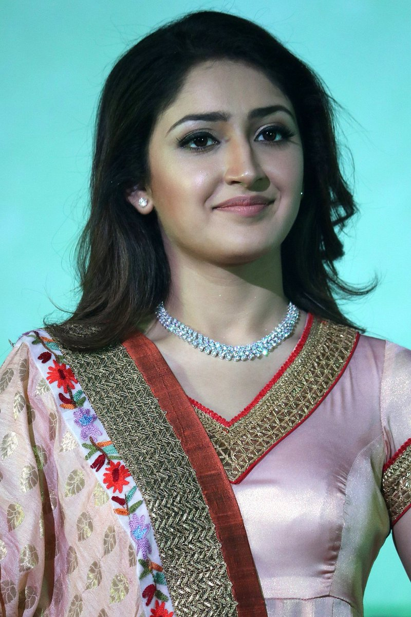Actress SayyeshaSaighal Latest HD Images