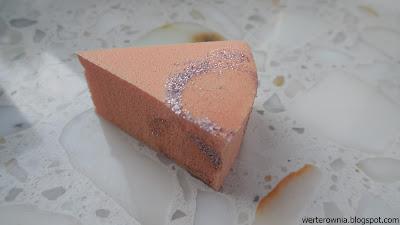 gąbeczka do nakładania brokatowego lakieru na paznokcie