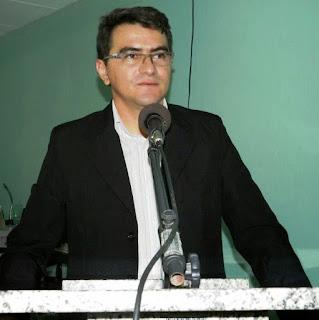 Prefeito de Picuí fala sobre pagamento de salários durante reunião na Câmara Municipal