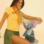 Andrea Rincon, Selena Spice Galeria 13: Hawaiana Camiseta Amarilla Foto 4