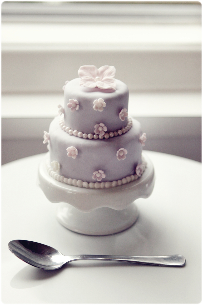 mini wedding cakes shipped sugar mini three tiered cakes 17430