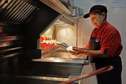 Nenek Ini Jadi Pegawai McDonald's Paling Tua Di Dunia, Lihatlah