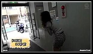 헌팅녀 엘리베이터에서 알몸의 남자가 나타나