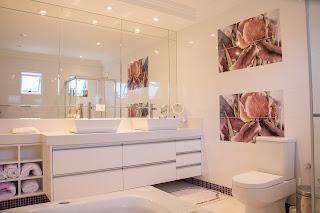 MIRRORED BATHROOM