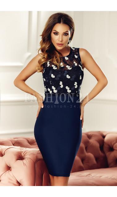 rochie bleumarin eleganta de seara cu dantela florala si decolteul rotund