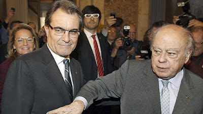 El patriarca capo del procés haciendo su gesto característico, a la butxaca, a la saca, Jordi Pujol, Artur Mas