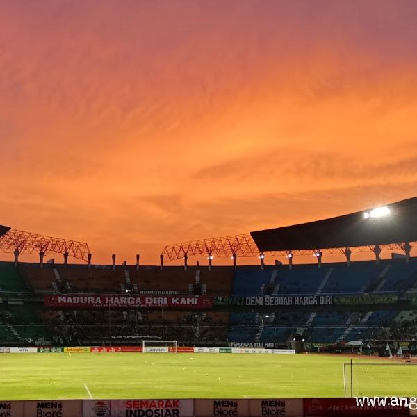 Terjebak di Tribun Utara Stadion Gelora Bung Tomo