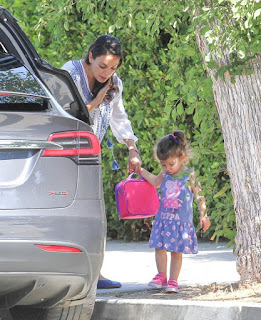 FAMEFLYNET-Exclusive-Pregnant-Mila-Kunis-Spotted-Out-With-Daughter-Wyatt-In-Los-Angeles