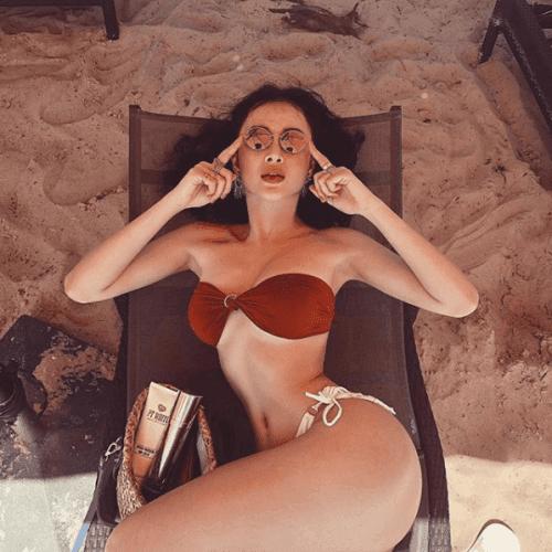 Sao Việt đua nhau diện bikini đón hè: Trang Hý lần đầu 'khoe thân', Angela Phương Trinh nóng bỏng với vòng 3 cực khủng - Ảnh 9