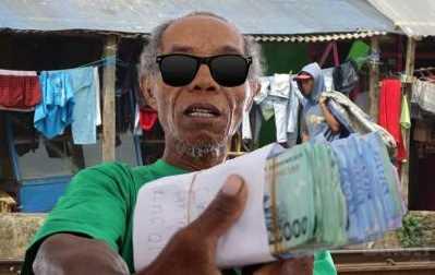 Pria Ini Diremehkan Karena Miskin, Selanjutnya Orang Kaya Dibuat Malu Karena Ini