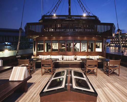 Tinuku.com Luxury sailing yacht Phinisi Alila Purnama serving floating boutique hotel