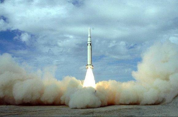 Peluncuran rudal balistik DF-15