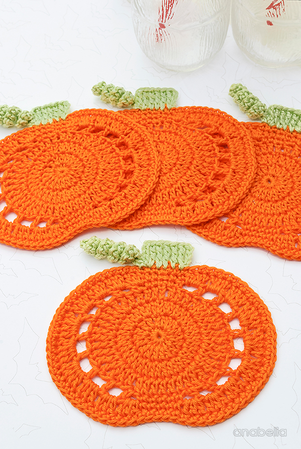 Pumpkin crochet coasters, free pattern by Anabelia Craft Design