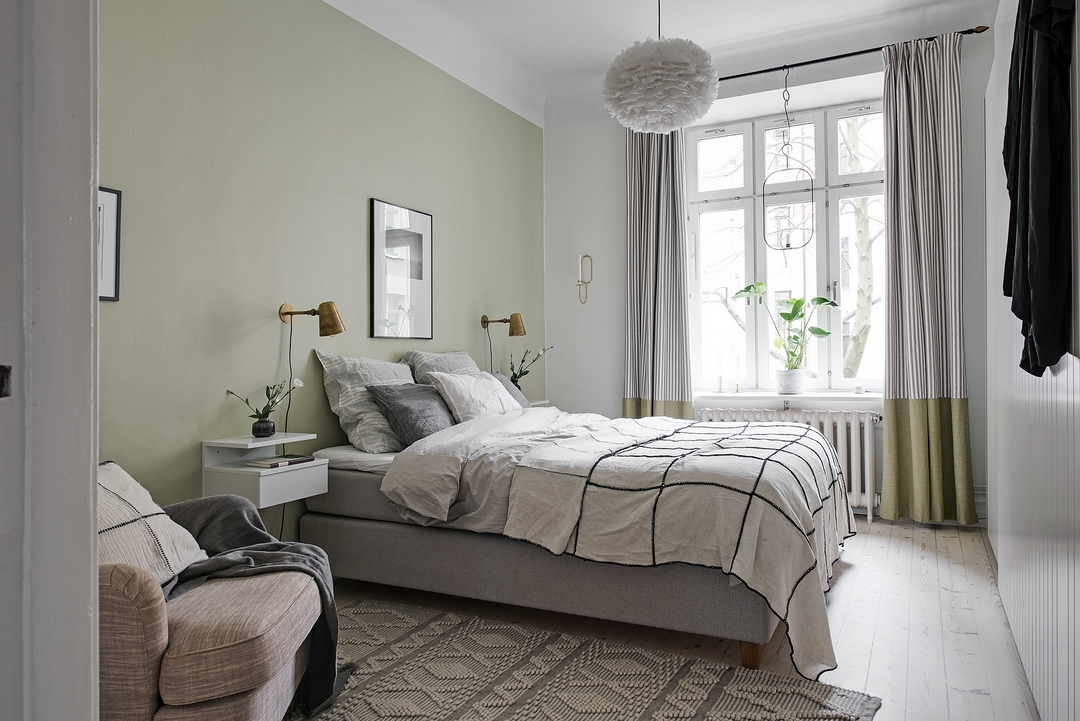 d couvrir l 39 endroit du d cor un mur vert kaki clair. Black Bedroom Furniture Sets. Home Design Ideas