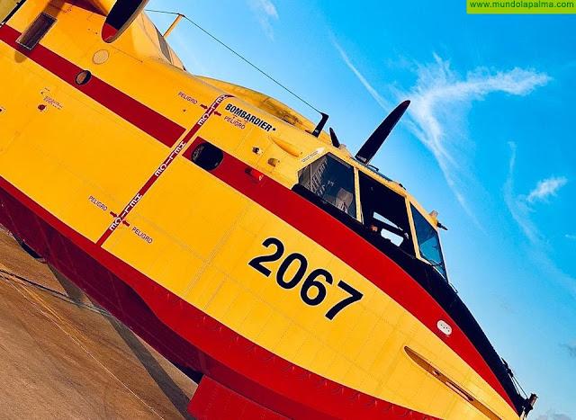Tres hidroaviones del Ejercito del Aire despegan rumbo a La Palma