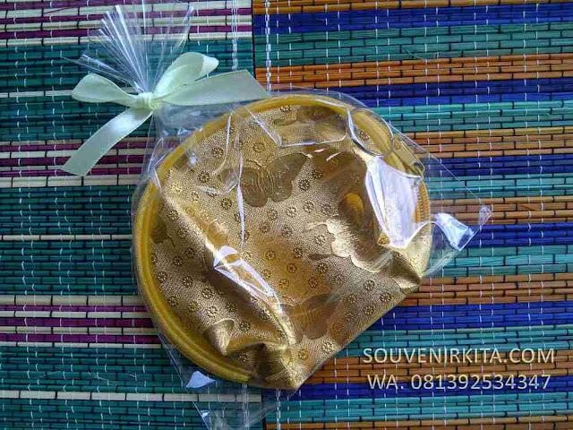 souvenir dompet koin emas