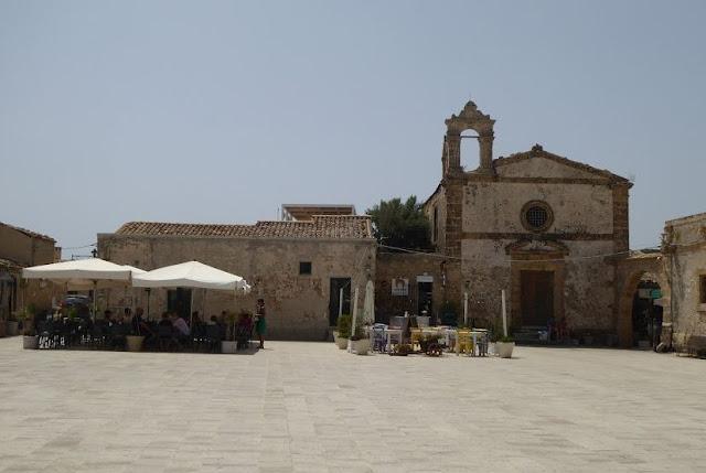piazza regina margherita e chiesa di Marzamemi