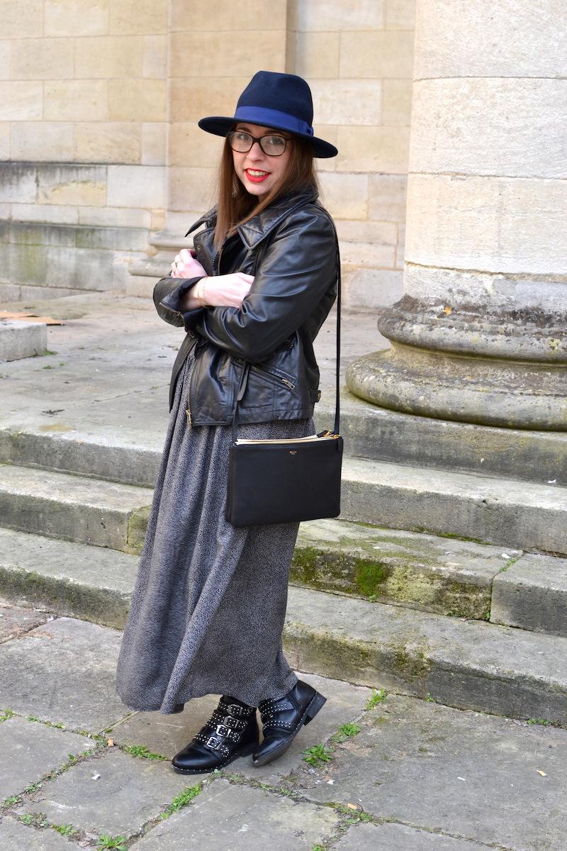 robe à pois noir et volant à Volants H&M, perfecto Isabel Marant, trio bag Céline, chapeau Aleane officiel, rouge à levre mat sans transfert Sephora, bottines à clous Clarosa.