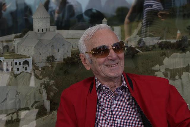 Muere Charles Aznavour