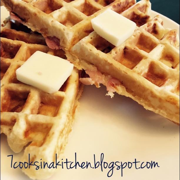 7CooksInAKitchen: Ham and Cheese Waffles